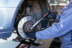 Disc Brakes And Drum Brakes Service